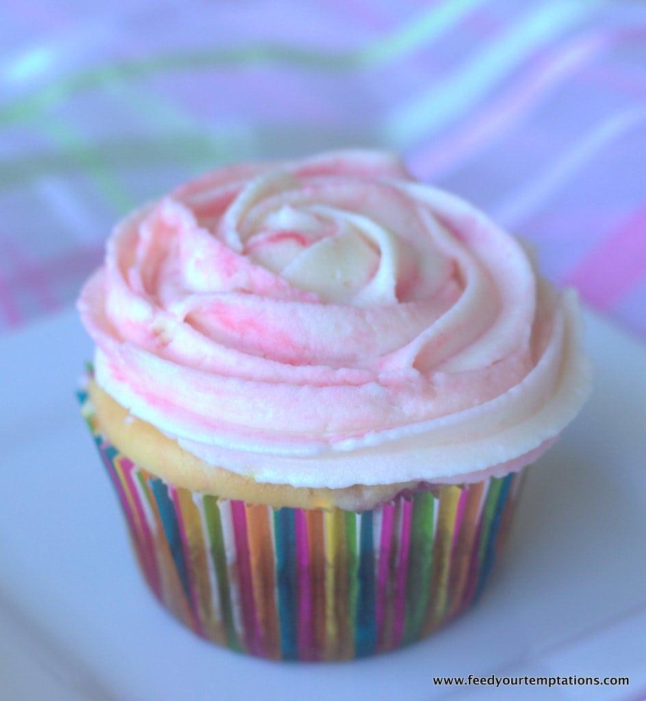 Moist Vanilla Cupcakes, vanilla cupcakes