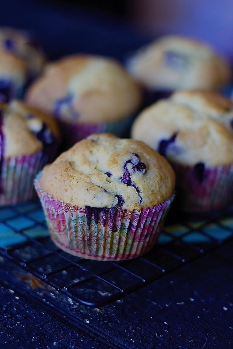 best muffin recipe, muffin recipe, muffins, blueberries, sour cream muffins, blueberry muffins with sour cream, moist, how to make muffins