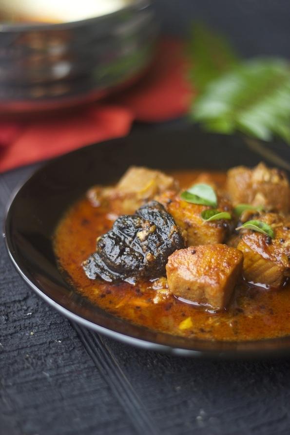 kerela fish curry, meen curry, moluguchar, indian fish curry