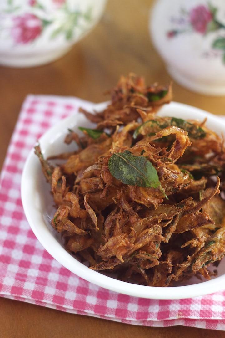 Onion Fritters recipe,onion pakoras, onion bhaji, onion bhaji recipe, crispy onion fritters, crispy onion bhajis