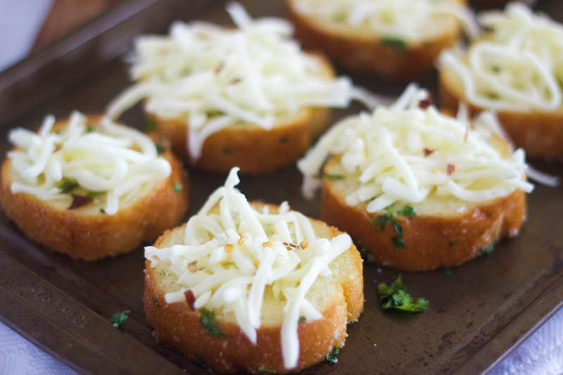 cheesy garlic bread, garlic bread recipe, recipe garlic bread, dominos, best garlic bread, cheesey garlic bread recipe, garlic bread with cheese