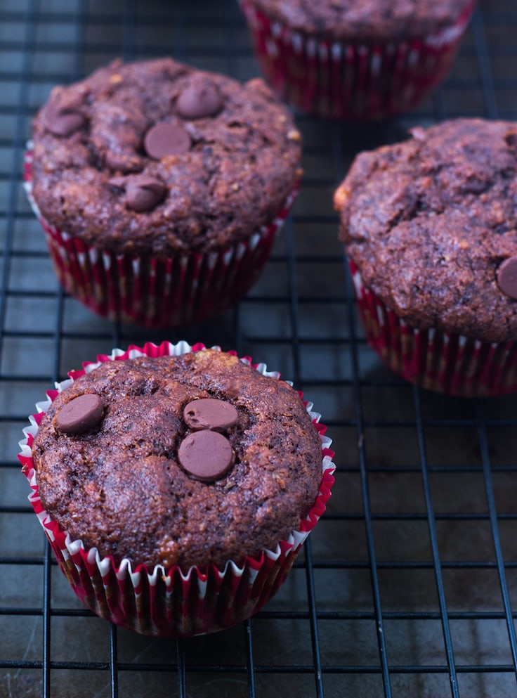 whole wheat chocolate banana muffins,chocolate banana muffins, yogurt muffins, banana muffins with yogurt, wholewheat muffins, breakfast muffins, leftover banana recipes